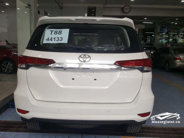 duoi xe fortuner 2020 may xang 1 cau toyota tan cang 1 - Đánh giá xe Toyota Fortuner 2021, SUV bán chạy nhất Việt Nam