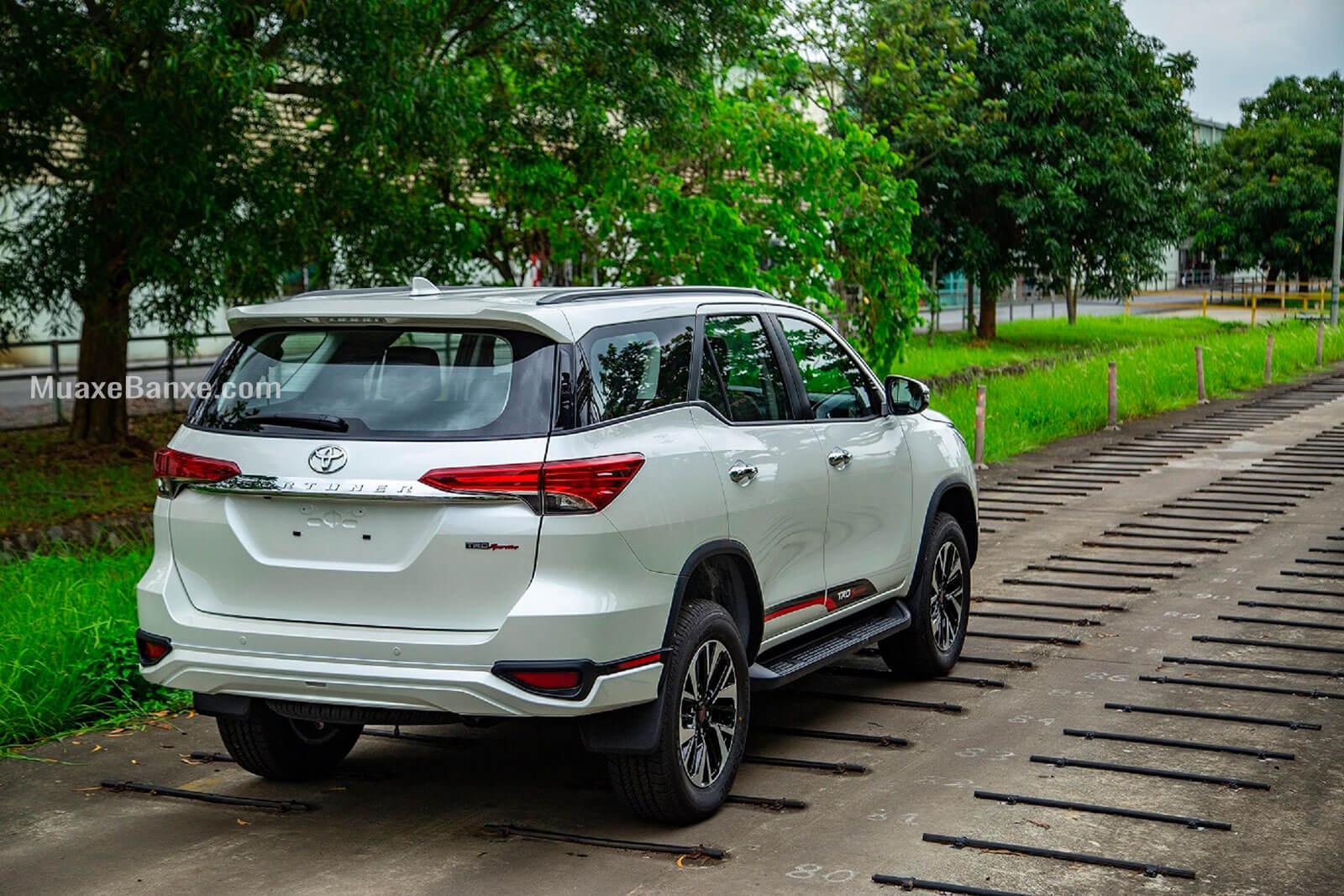 duoi xe toyota fortuner trd sportivo 2020 27l 42 may xang toyota tan cang - Đánh giá xe Toyota Fortuner 2021, SUV bán chạy nhất Việt Nam