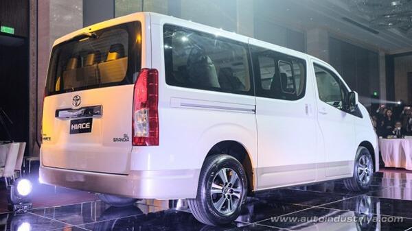 duoi xe toyota hiace 2020 ra mat philiphine toyota tan cang 6 - Đánh giá xe Toyota Hiace 2021 - Xe 16 chỗ sắp ra mắt Việt Nam