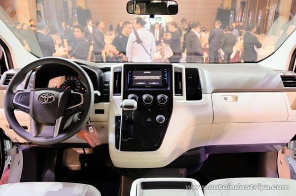 khoang lai toyota hiace 2021 ra mat philiphine toyota tan cang 3 - Đánh giá xe Toyota Hiace 2021 - Xe 16 chỗ sắp ra mắt Việt Nam