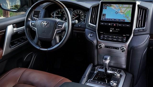 tien nghi 2020 toyota land cruiser heritage edition muaxegiatot com - Đánh giá xe Toyota Land Cruiser 2021. Dòng ô tô địa hình thịnh hành ở Việt Nam