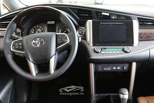 dau dvd toyota innova 2 0 v 7 cho toyotatancang net 12 - Chi tiết xe Toyota Innova 2.0V AT 2021 7 chỗ với thiết kế sang trọng