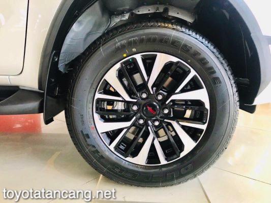Xe-Toyota-Fortuner-TRD-2021-toyotatancang-net_5-533x400