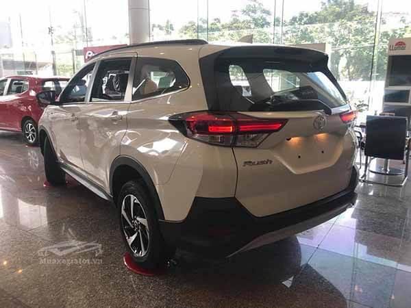 den hau xe toyota rush 15 at 2021 muaxegiatot vn 27 - Mua xe chạy dịch vụ chọn Toyota Rush AT hay Toyota Innova E số sàn