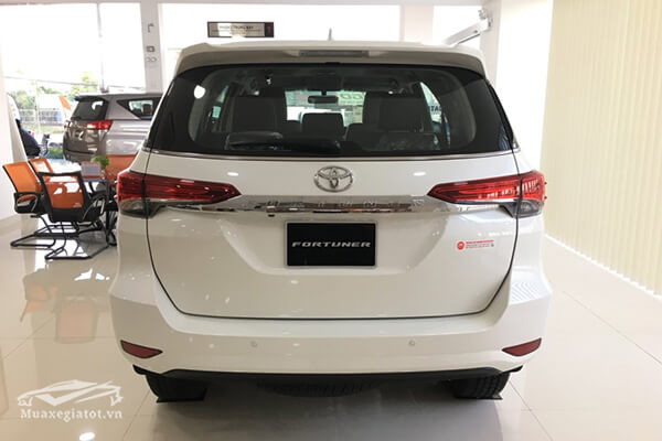 duoi-xe-fortuner-28v-at-may-dau-so-tu-dong-toyotatancang-net-5