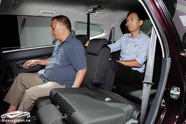 hang ghe ba toyota rush 15 at 2021 muaxegiatot vn 13 - Mua xe chạy dịch vụ chọn Toyota Rush AT hay Toyota Innova E số sàn