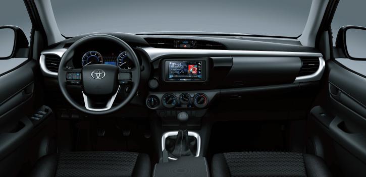 xe ban tai toyota hilux 2 4 4x4 mt 2021 toyotatancang net 1 - Toyota Hilux 2.4 4x4 MT 2021 dòng xe bán tải giá rẻ đang bán tại Việt Nam