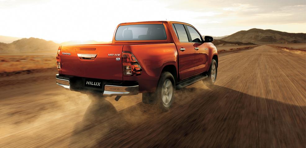 xe ban tai toyota hilux 2 4 4x4 mt 2021 toyotatancang net 2 - Toyota Hilux 2.4 4x4 MT 2021 dòng xe bán tải giá rẻ đang bán tại Việt Nam